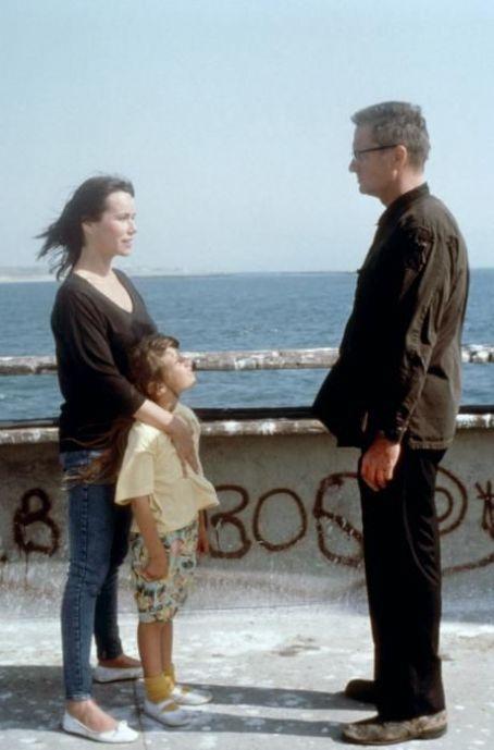 Foster, Beth, Adele Falling Down 1993 Michael Douglas movieloversreviews.filminspector.com