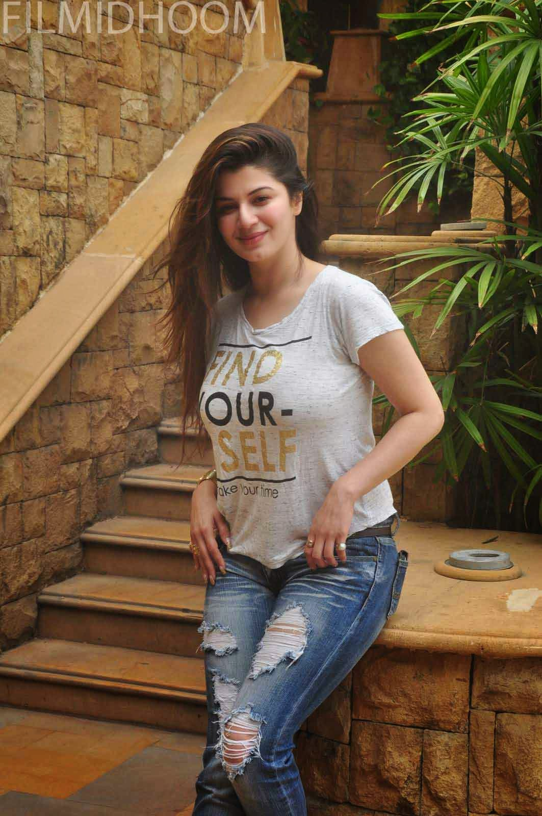 kainaat arora hot facebook profile pictures hd wallpapers images