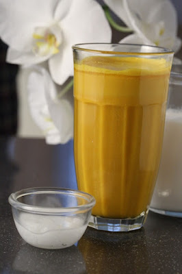 Turmeric Milk Benefits in Hindi