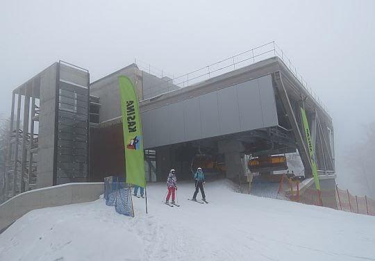 Górna stacja wyciągu narciarskiego Kasina Ski.