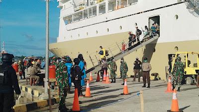 Sebanyak 59 warga Kepulauan Kei-Maluku Tenggara dari Timika-Papua dan Dobo (Kepulauan Aru) saat tiba  dengan KM Leuser di Pelabuhan Yos Sudarso Tual, Minggu (12/4/2020) pagi