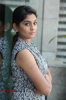 Telugu Television Actress Karuna Latest Pos In Denium Jeans  0001.JPG