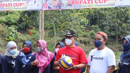 Arif Sugiyanto Buka Turnamen Volly Ball Bupati Cup 2021