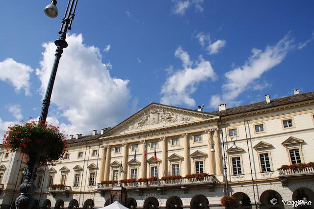 Facciata del Municipio in Piazza Chanoux