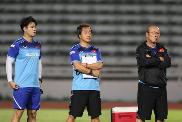 """Việt Nam đấu Thái Lan: Thầy Park """"tung hỏa mù"""" luyện... tạt cánh đánh đầu 7"""