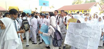 Tuntut Kepsek Turun, Ratusan Siswa SMA 3 Tebo Demo dan Mogok Belajar
