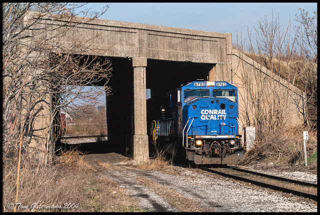 "NS 6783 exiting ""Hole in the Wall"" on the UP Springfield Subdivision."