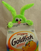 http://happierthanapiginmud.blogspot.com/2016/02/peeking-bunny-treat-topper.html