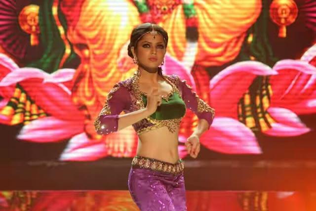 navel images of Keet Serial actress Drashti Dhami