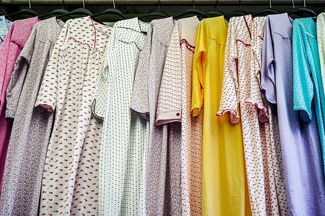 Memilih Baju Lebaran untuk Keluarga