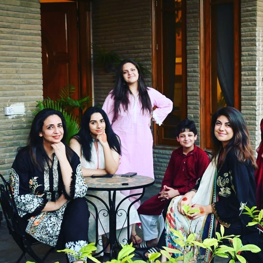 Nadia Khan First Time Shares Complete Family Pictures