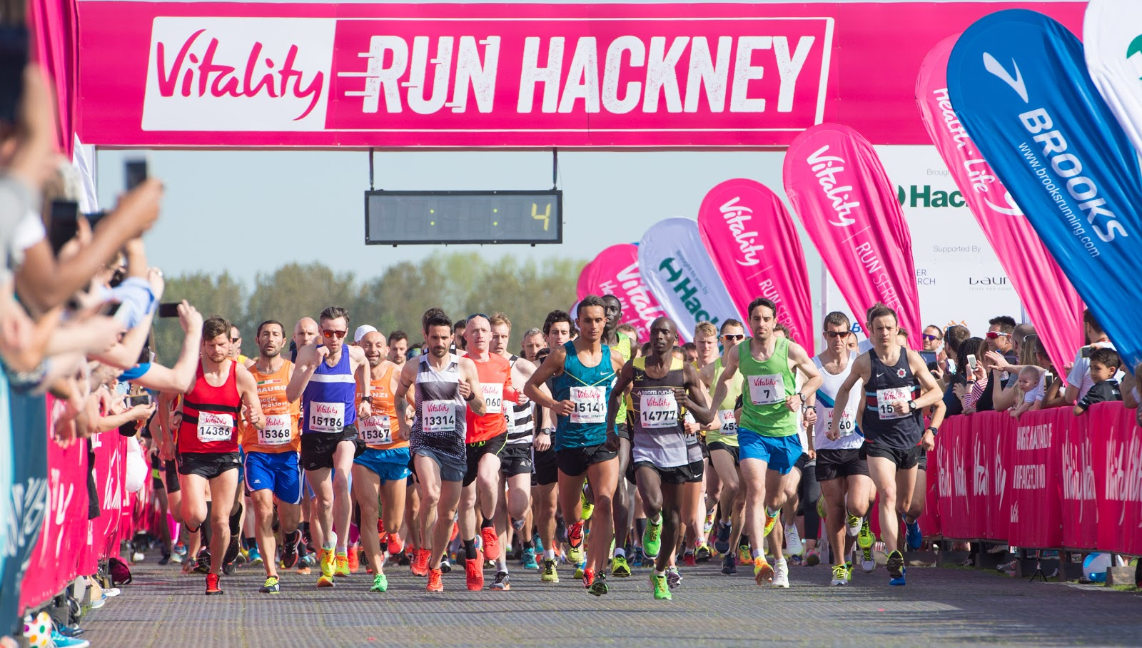 the start line of hackney half | running in hot weather