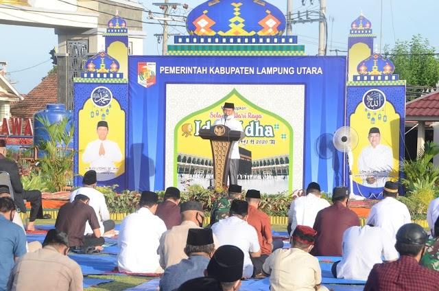 Plt Bupati Lampura Melaksanakan Shalat Idul Adha Bersama-Sama Masyarakat