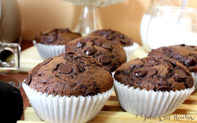 Magdalenas de chocolate y café con chispas de chocolate. Julia y sus recetas
