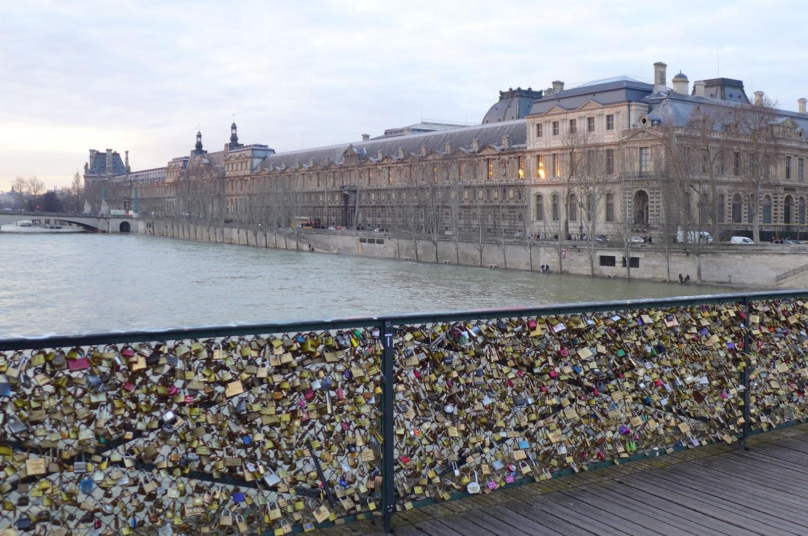 Bbonthebrink beautiful paris bridges for The lock bridge in paris