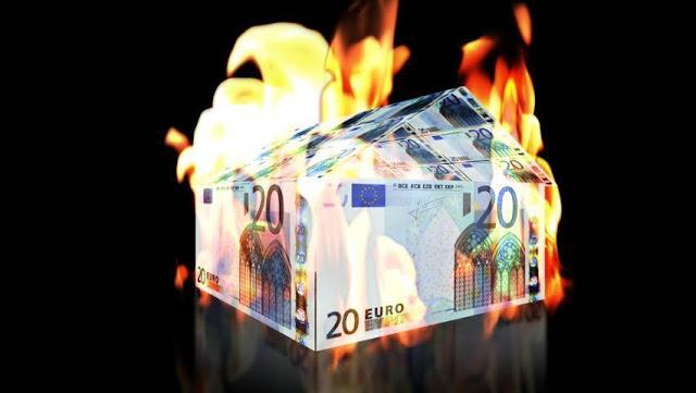 Καίγεται το γερμανικό οικοδόμημα