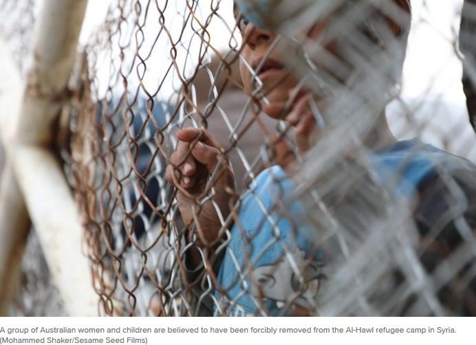 wanita dan anak australia keluarga isis diseret keluar kamp suriah