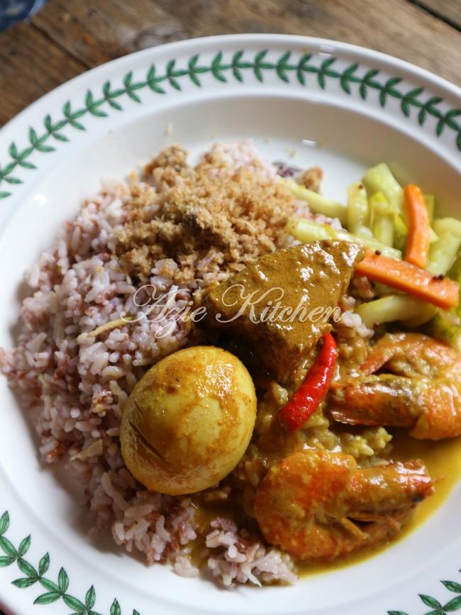Nasi Dagang Kelantan Dengan Gulai Ikan Tongkol Dan Sambal Ikan Azie Kitchen