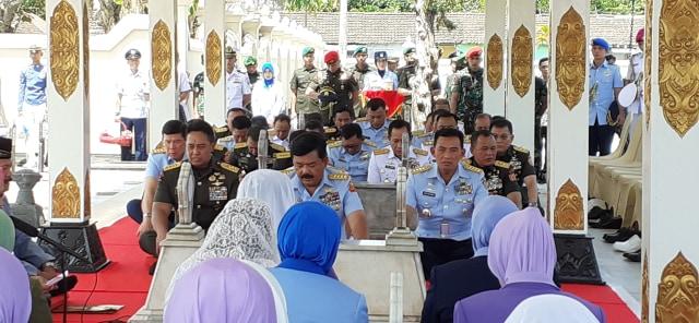 TNI Kerahkan 5.800 Personil Padamkan Karhutla di Riau dan Kalimantan