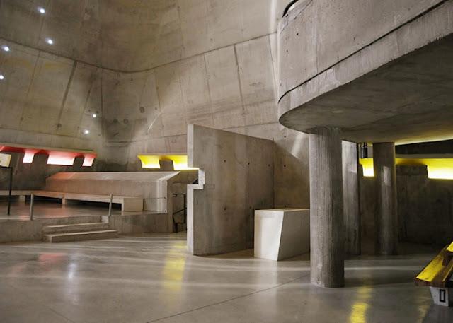 O espaço interior da igreja