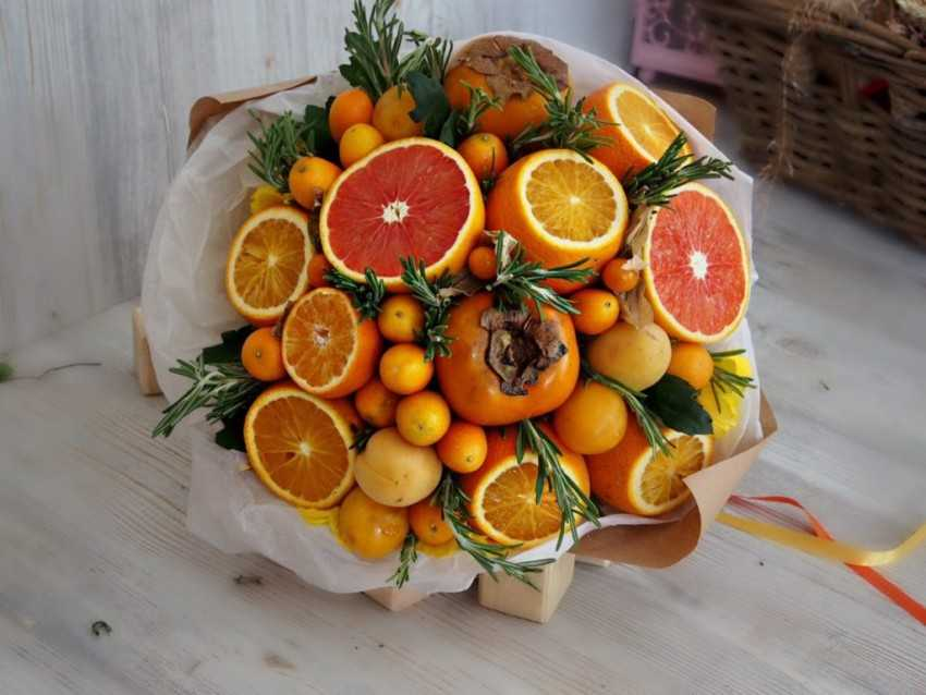 Making bouquets and fruits