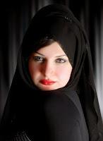 مغربية مقيمة فى الامارات ميسورة الحال ابحث عن شاب للارتباط
