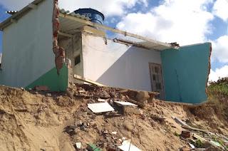 http://vnoticia.com.br/noticia/3863-defesa-civil-interdita-casa-atingida-por-ressaca-em-manguinhos