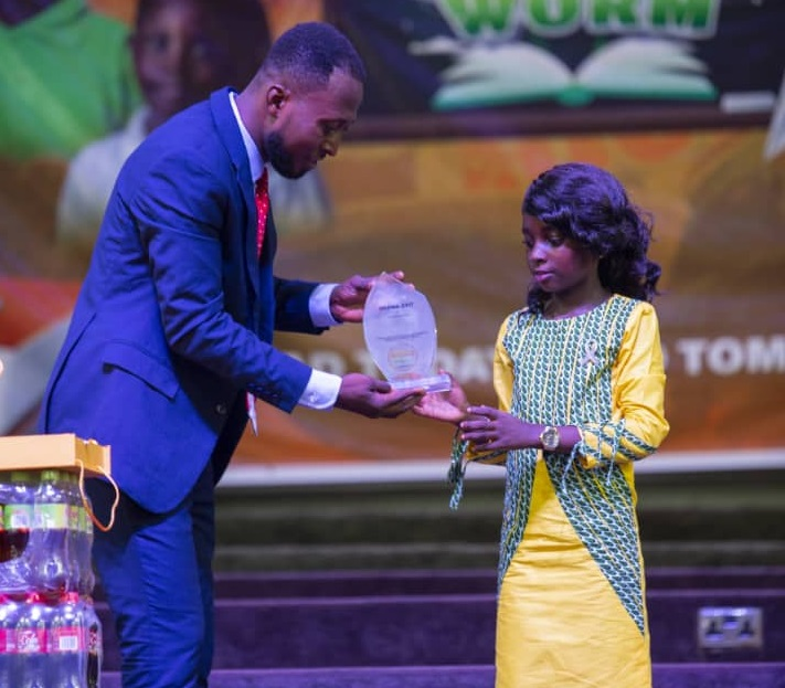 Rev. Kofi-Poku (L) presenting the plaque to the Lower Primary overall winner