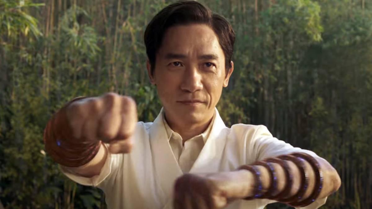 Xu Wenwu alias Mandarin dengan Ten Rings
