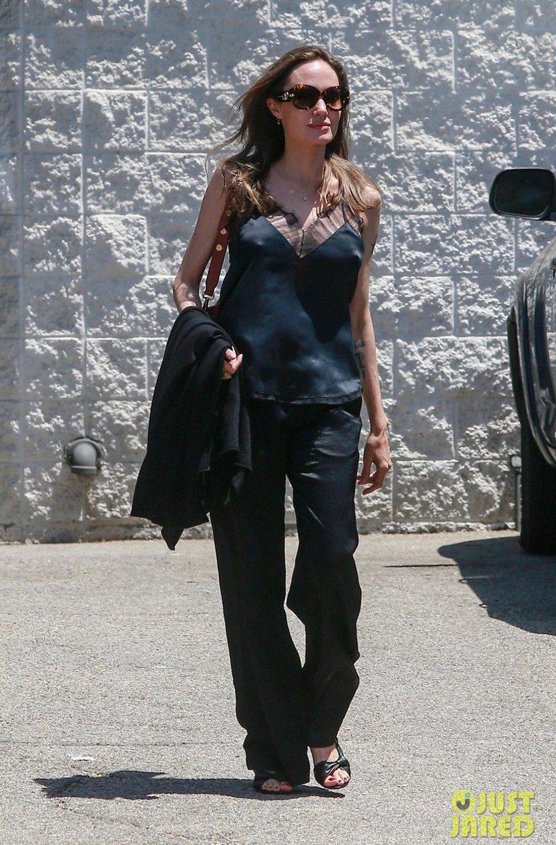 Looks da Angelina Jolie no dia a dia