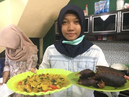 Mahasiswi Cantik ini Buka Bisnis Kuliner Langka di Banjarbaru
