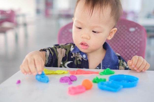 Traços, sons, cores e formas- Crianças bem pequenas- Objetivos de aprendizagem e desenvolvimento
