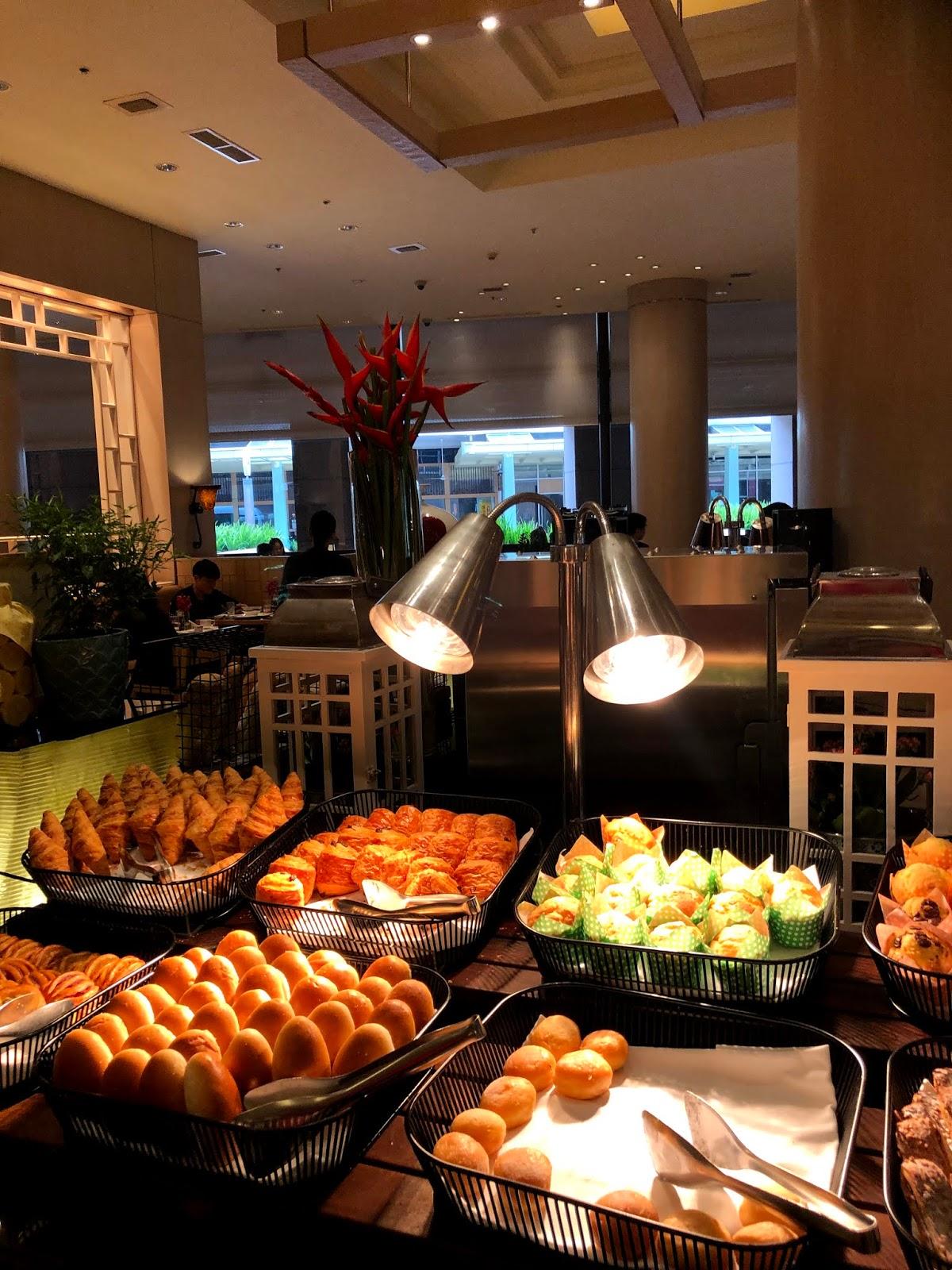 Conrad Centennial Singapore Executive King Room Review