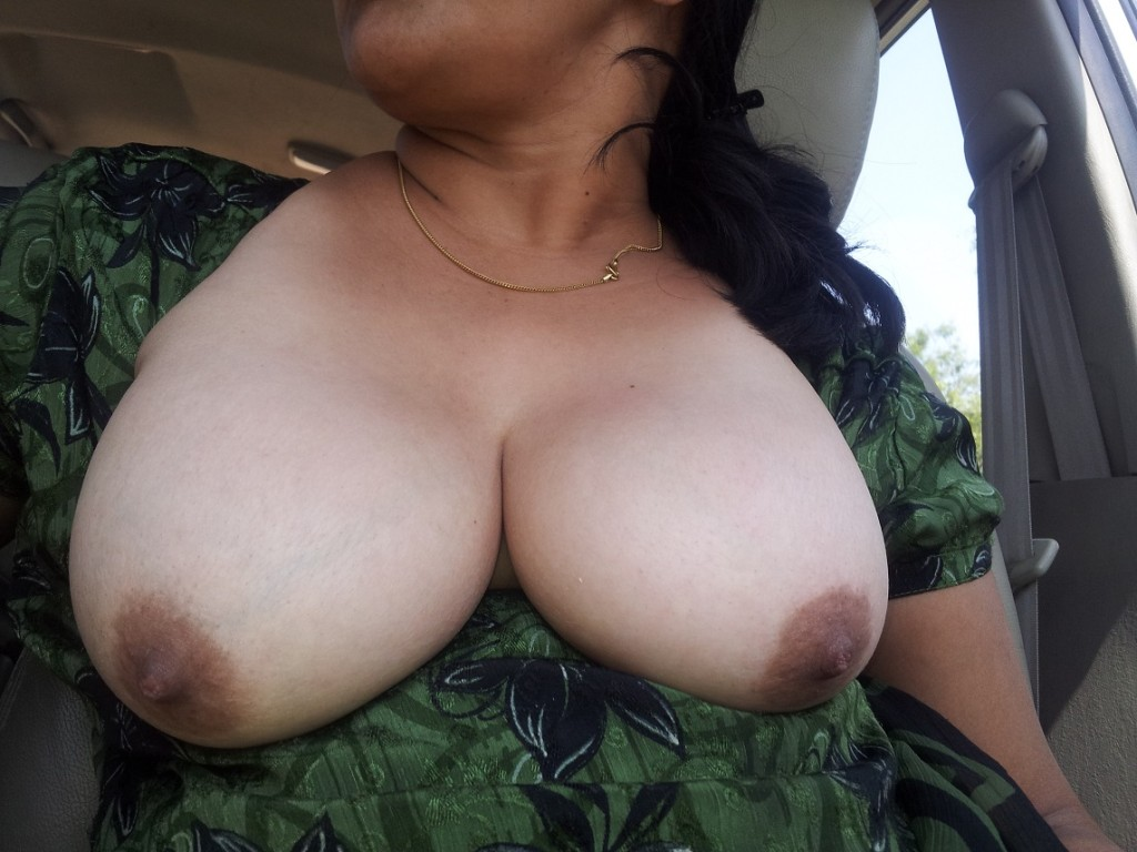 Indian Aunty Breast Photos