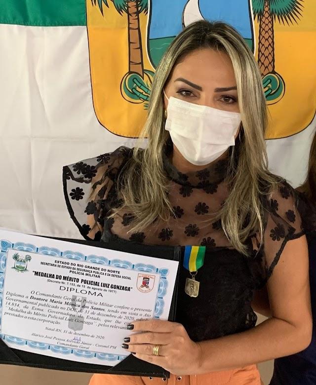 EX-SECRETÁRIA DE SEGURANÇA É AGRACIADA NO COMANDO DA PM