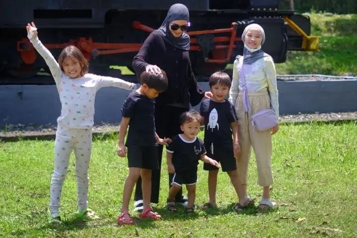 tips parenting ala zaskia mecca dalam mengurus banyak anak