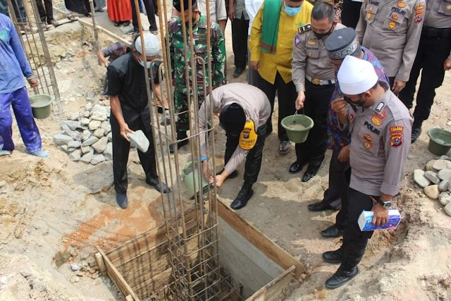 Kapolres Labuhanbatu Letakkan Batu Pertama Pembangunan Mesjid