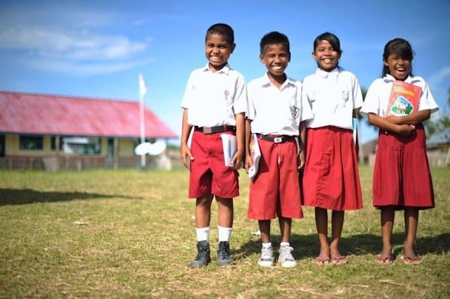 http://1.bp.blogspot.com/-NQodzICcgAw/UisxV8lHIyI/AAAAAAAAARU/b6ewuKPnI-g/s1600/siswa-sekolah-dasar-indonesia-mengajar.jpg
