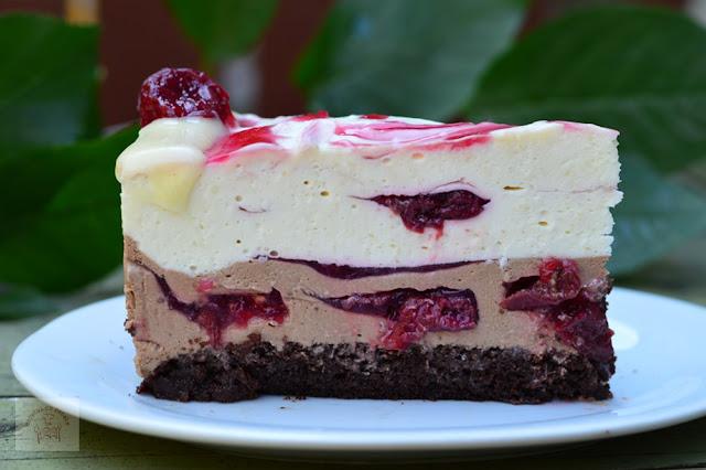 https://www.caietulcuretete.com/2019/09/tort-cu-mousse-de-ciocolata-si-visine.html