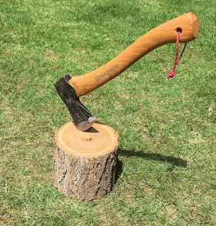 斧と薪割台