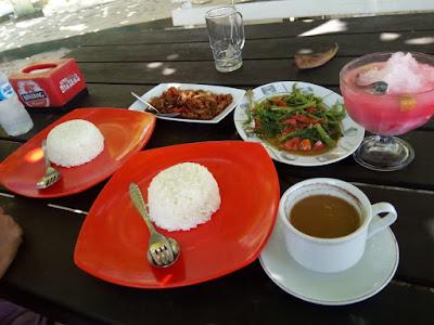 Lunch pantai kemala