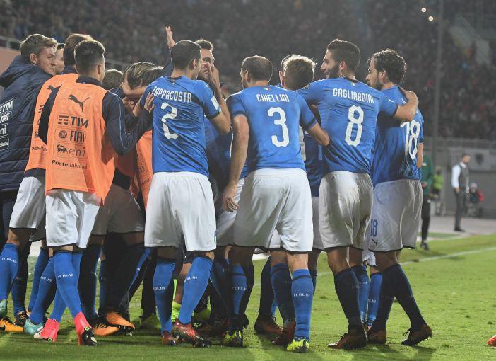 ... se enfrentaram pela 10ª e última rodada da fase de grupos das  eliminatórias europeias. O jogo a11d1e5e5628e