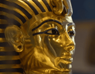 الملك الذهبى توت عنخ أمون وسر الهدايا والكنوز التى فى مقبرته