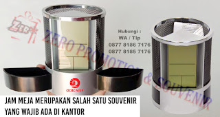 Jam Meja merupakan salah satu souvenir yang wajib ada di kantor
