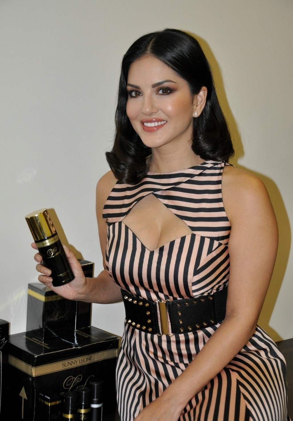 Bollywood Actress Sunny Leone Hot Sizzling Photos In Black Dress