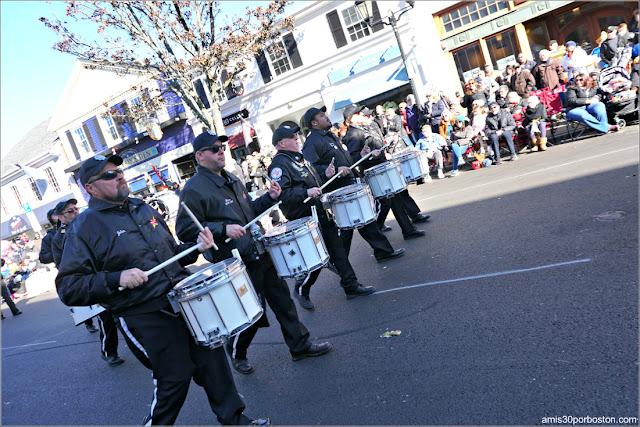 Banda de Música de Antiguos Alumnos de Connecticut en el Desfile de Acción de Gracias de Plymouth