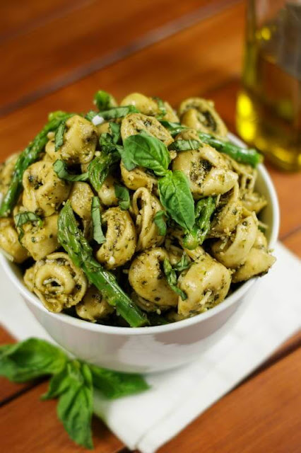 Pesto-Tortellini-Salad-with-Asparagus-Image