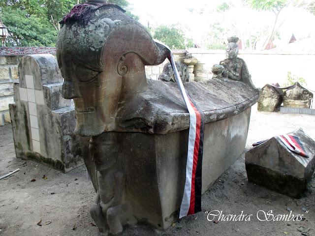 Kubur Batu Raja Sidabutar pulau Samosir