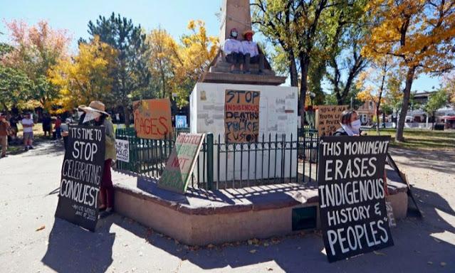 Censored News Tewa Women Lead Occupation And Lockdown Of Santa Fe Racist Obelisk In Plaza