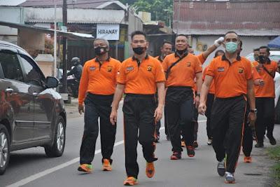 Kapolda Jambi Pimpin Olahraga Jalan Santai Bersama Personel Polda Jambi